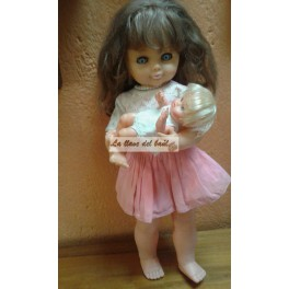 Muñeca que arrulla a su bebe